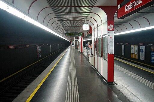 Wien U-Bahn-Station Keplerplatz Bahnsteig