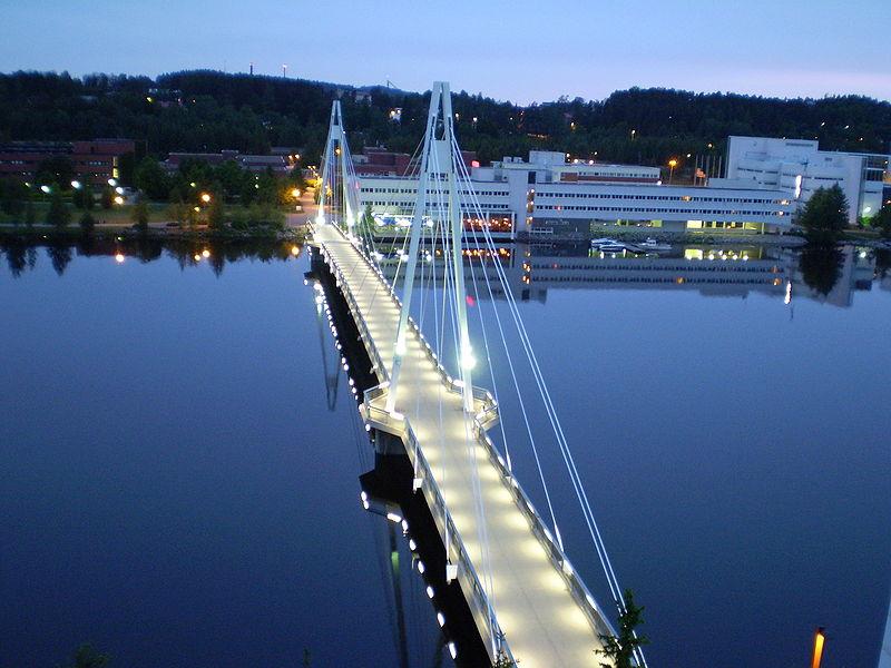 Tilts pār upi Somijas pilsētā Juvaskulā