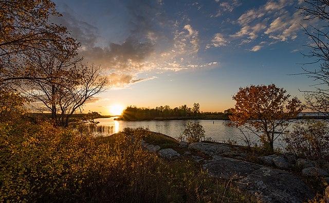 File:Zippel Bay State Park, Minnesota - Sunset on Lake of ...