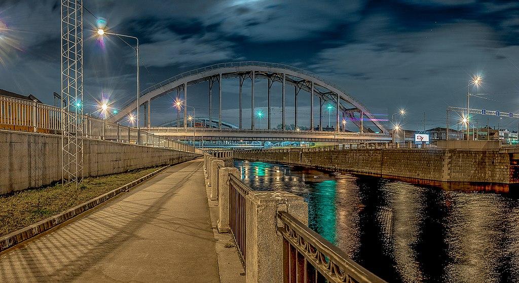 Вид на Американские мосты, с набережной Обводного канала.jpg