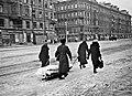 Ленинград блокадный. Траурная процессия на Невском.jpg