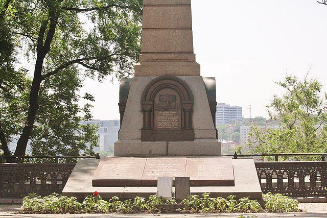 Памятник Г. И. Невельскому во Владивостоке
