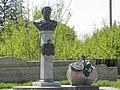 Пам'ятник гетьману Данилу Апостолу Великі Сорочинці 1.jpg