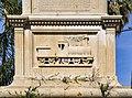 החזית הדרומית של בסיס האנדרטה.jpg