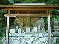大淀町今木 蔵王権現堂の石仏群 2011.7.10 - panoramio.jpg