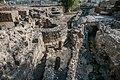 0003בסיס והחפיר בשער הכניסה לעיר טבריוס שנבנה עי הורדוס אגריפס.jpg