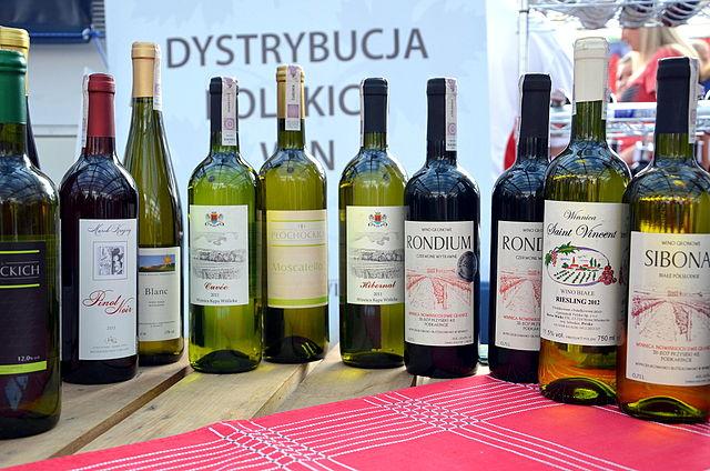 File 019 Eine Auswahl verschiedener Weine aus Sud Polen