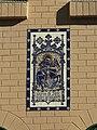 056 Casa Jaume Botey, pl. Pau Casals (Badalona), plafó ceràmic de Sant Jordi.jpg