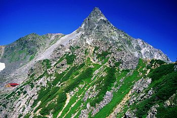 English: Mount Yari from Higashikamaone 日本語: 東...
