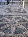 156 Palacio de las Cadenas, mosaic de còdols al pati.jpg