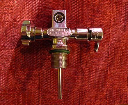 "A 1964 scuba cylinder valve with reserve, commonly known as a ""type J"" valve. The inlet is threaded 3/4""-14 NPSM and the outlet is a standard yoke type. 1964 US DIVERS type ""J"" scuba cylinder valve (2).jpg"
