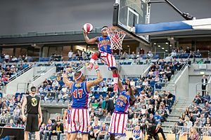 "Too Tall Hall - Jonte Hall as ""Too Tall"" in March 2017 with the Harlem Globetrotters in Mannheim Germany"