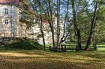 2017 Park przy pałacu w Trzebieszowicach 2.jpg