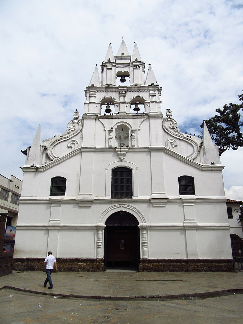 2018 Medellín fachada de la iglesia de La Veracruz.jpg