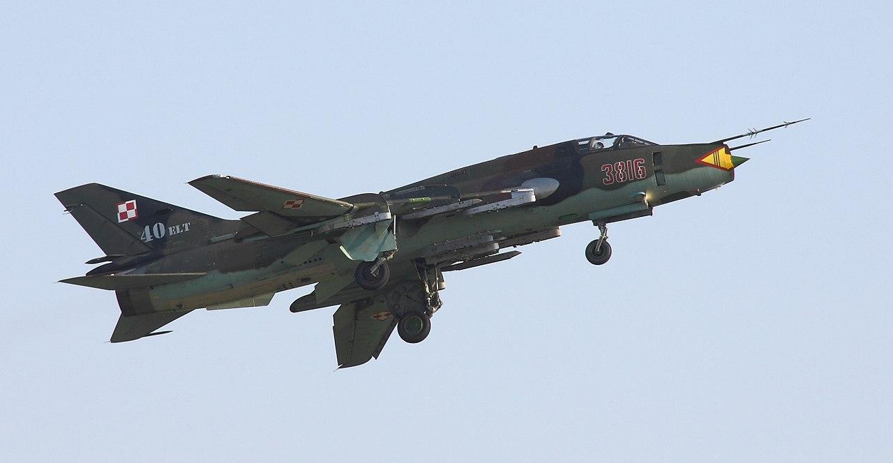 المقاتلات القاذفه Su-17/20/22 السوفييتيه 1280px-6207_Su-22_Radom_2011