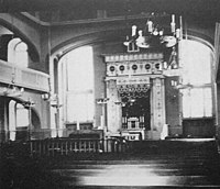 Wnętrze synagogi, widok przedwojenny