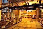 Aéroport Montréal-Trudeau YUL - départs vers les États-Unis (5381822660) (2).jpg