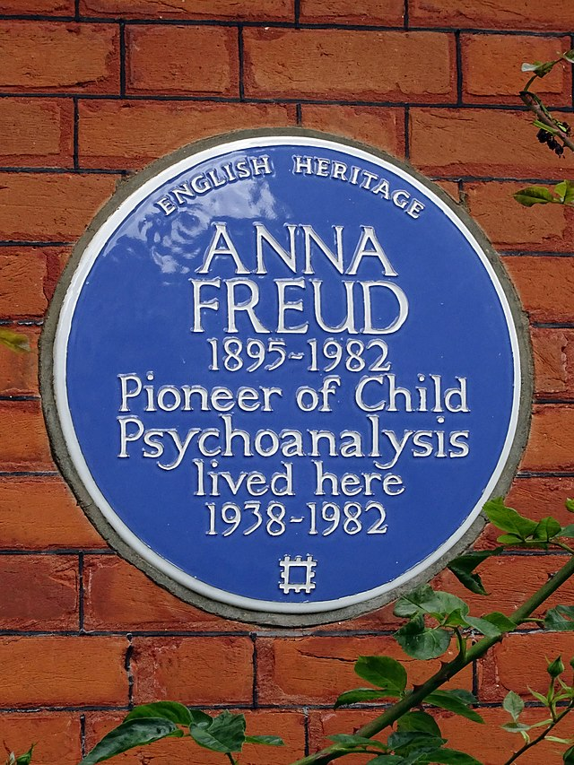 Photo of Anna Freud blue plaque