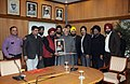 "A delegation of ""Sikh Welfare Society"" led by Shri Satpal Singh Anand presenting the memento to the Vice President, Shri Mohd. Hamid Ansari, in New Delhi on January 08, 2014.jpg"
