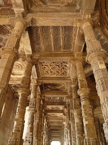 File:Adhai Din-ka-Jhonpra Arcade and ceiling detail (6133962667).jpg