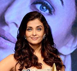 Aishwarya Rai Bachchan recieves Outlook Business Outstanding Woman Award (6).jpg