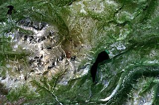 Alligator Lake volcanic complex mountain