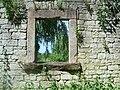 Alte Ruine, die Natur holt sich alles zurück. - panoramio.jpg