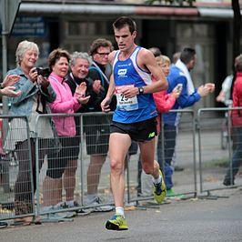 Paul Zwama in actie tijdens de marathon van Amsterdam in 2014.