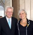 Am 28. 4. 2012 zeichnet Baden-Württembergs Ministerpräsident Winfried Kretschmann Hertha Beuschel-Menze mit dem Verdienstorden des Landes Baden-Württemberg aus..png
