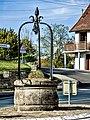 Ancien puits, au centre du village.jpg