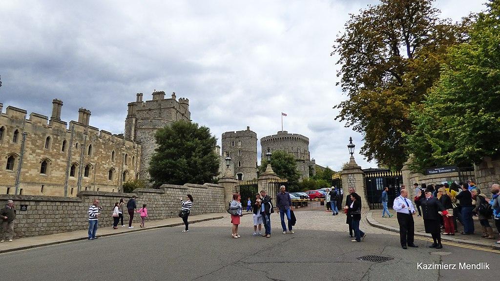Anglia, Windsor. Wejście dla zwiedzających. - panoramio