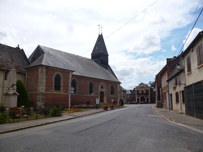 Eglise Saint-Léger et mairie d'Ansauvillers (Oise)