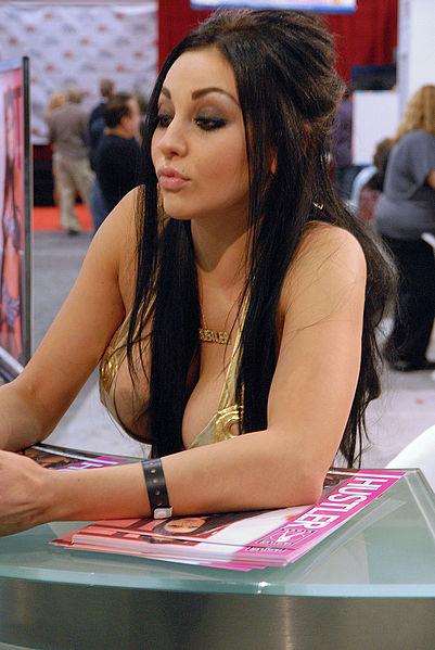 File:Audrey Bitoni AVN Adult Entertainment Expo 2010 1.jpg