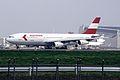 Austrian Airlines Airbus A340-212 (OE-LAH-081) (24482501319).jpg