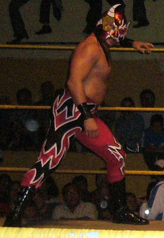 Averno (wrestler) - Ruíz wearing a half Averno/half Rencor Latino mask in 2005