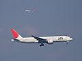 B777-200(JA8977) approach (422198104).jpg