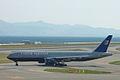 B777-222 ER(N792UA) taxing @KIX RJBB (485819113).jpg