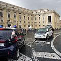 BMW i3 & iMiEV 04 2016 Vatican 6121.JPG