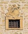 Bad Rappenau - Bonfeld - Scheune Ecke Schulstraße Schafrain - Fenster mit Wappen (2).jpg