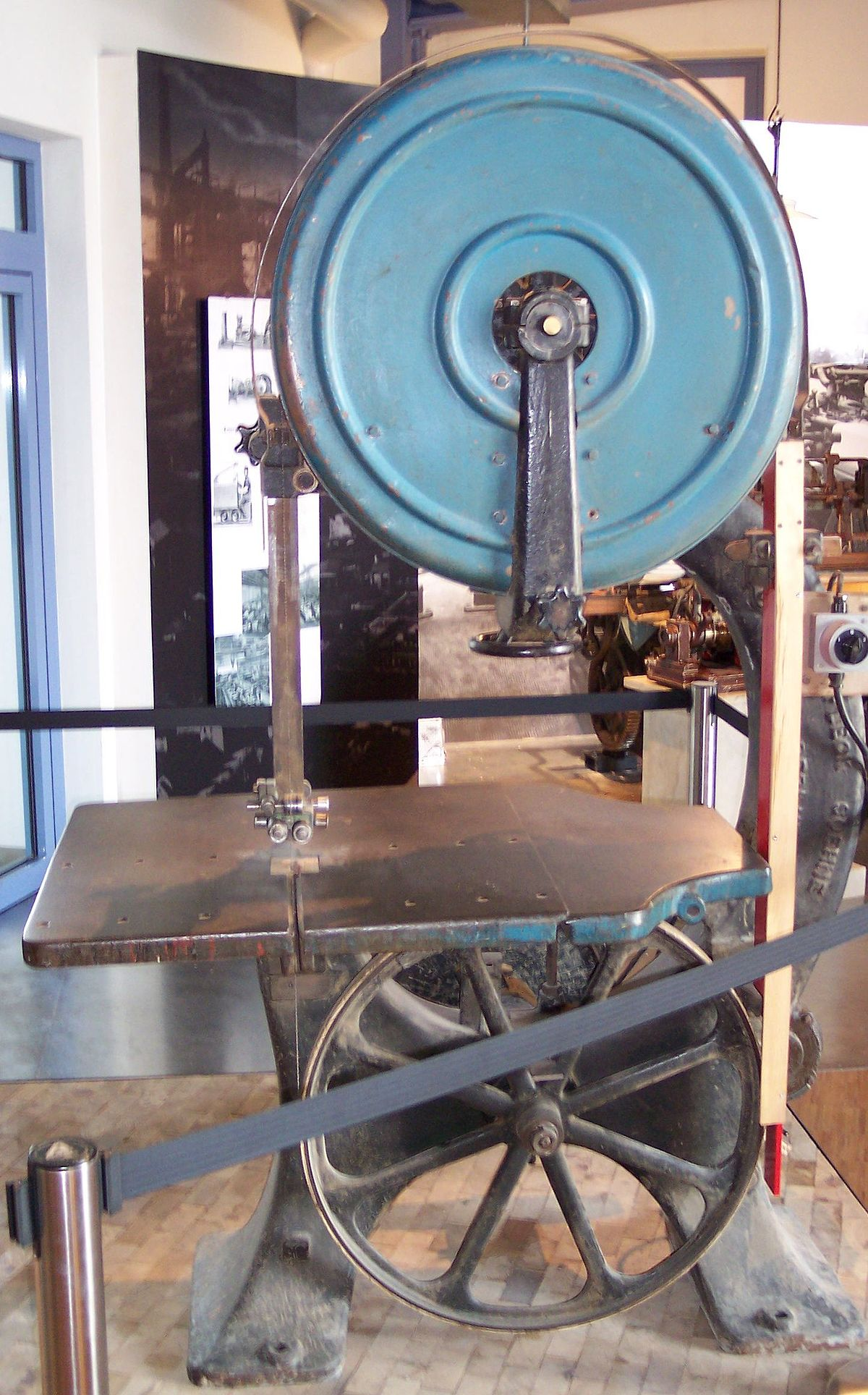 bandsaw - Wiktionary