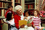 Barbara Bush reading with chlidren 30590.jpg