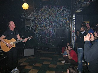 Kind of Like Spitting - Ben Barnett playing at Will's Pub, Orlando, Florida, January 2006