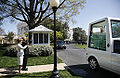 Benedictus XVI leaves White House 2008.jpg