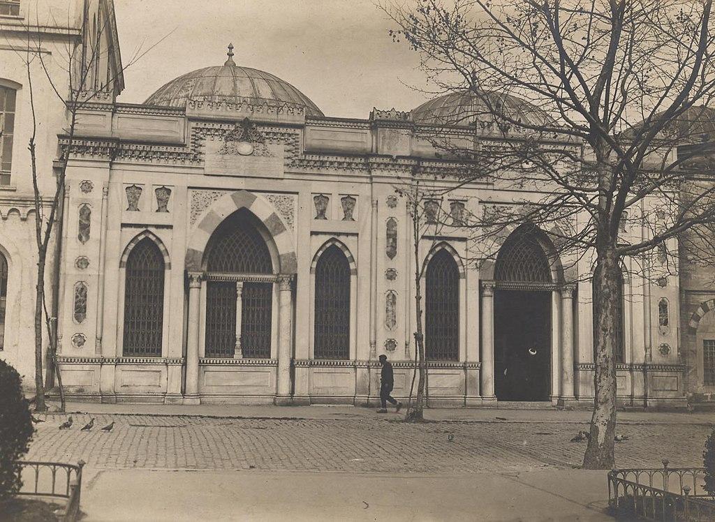 Beyazıt State Library (14482650560)
