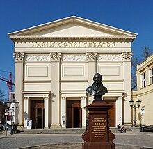 Replik der Fasch-Büste von Fritz Schaper vor der ehemaligen Singakademie (Quelle: Wikimedia)