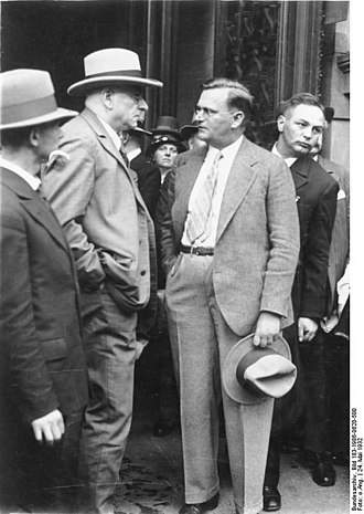 Adolf Grimme - Otto Braun (left) and Adolf Grimme in front of the Prussian Landtag, 24 May 1932