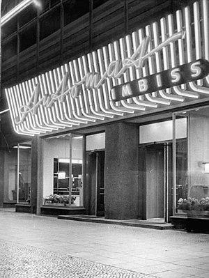 Automat - Image: Bundesarchiv Bild 183 25350 0001, Berlin, Alexanderplatz, Automatenrestaurant, Nacht
