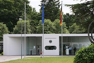 Federal Constitutional Court - Image: Bundesverfassungsger icht Dienstsitz Waldstadt 2