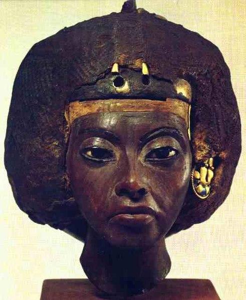 File:Buste de la reine Tiyi.jpg