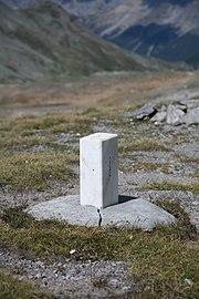 CH boundary stone Fuorcla Sesvenna 2.jpg